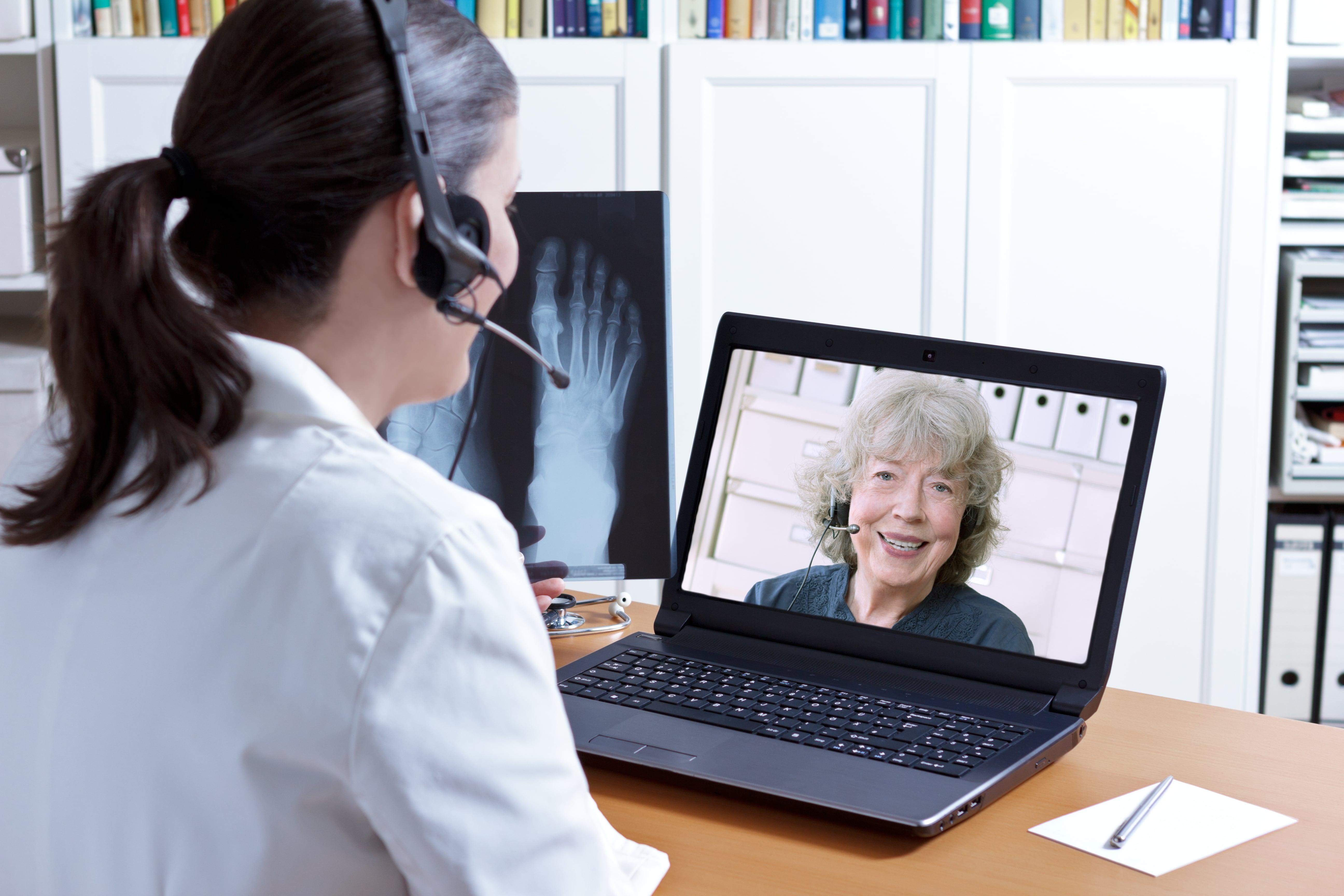 A virtual executive administrative assistant doing her job