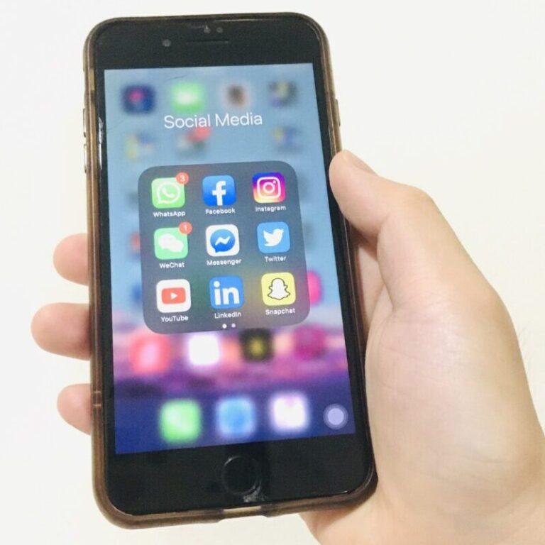 social media apps on mobile phone